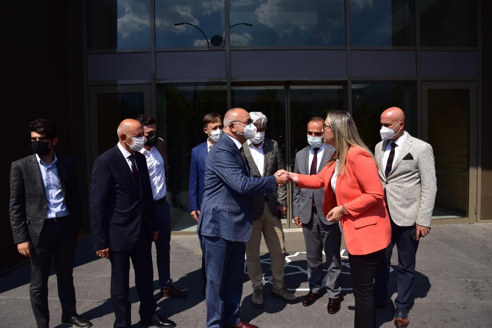 AK Parti'li Ceyda Bölünmez Çankırı Manisa'da temaslarda bulundu