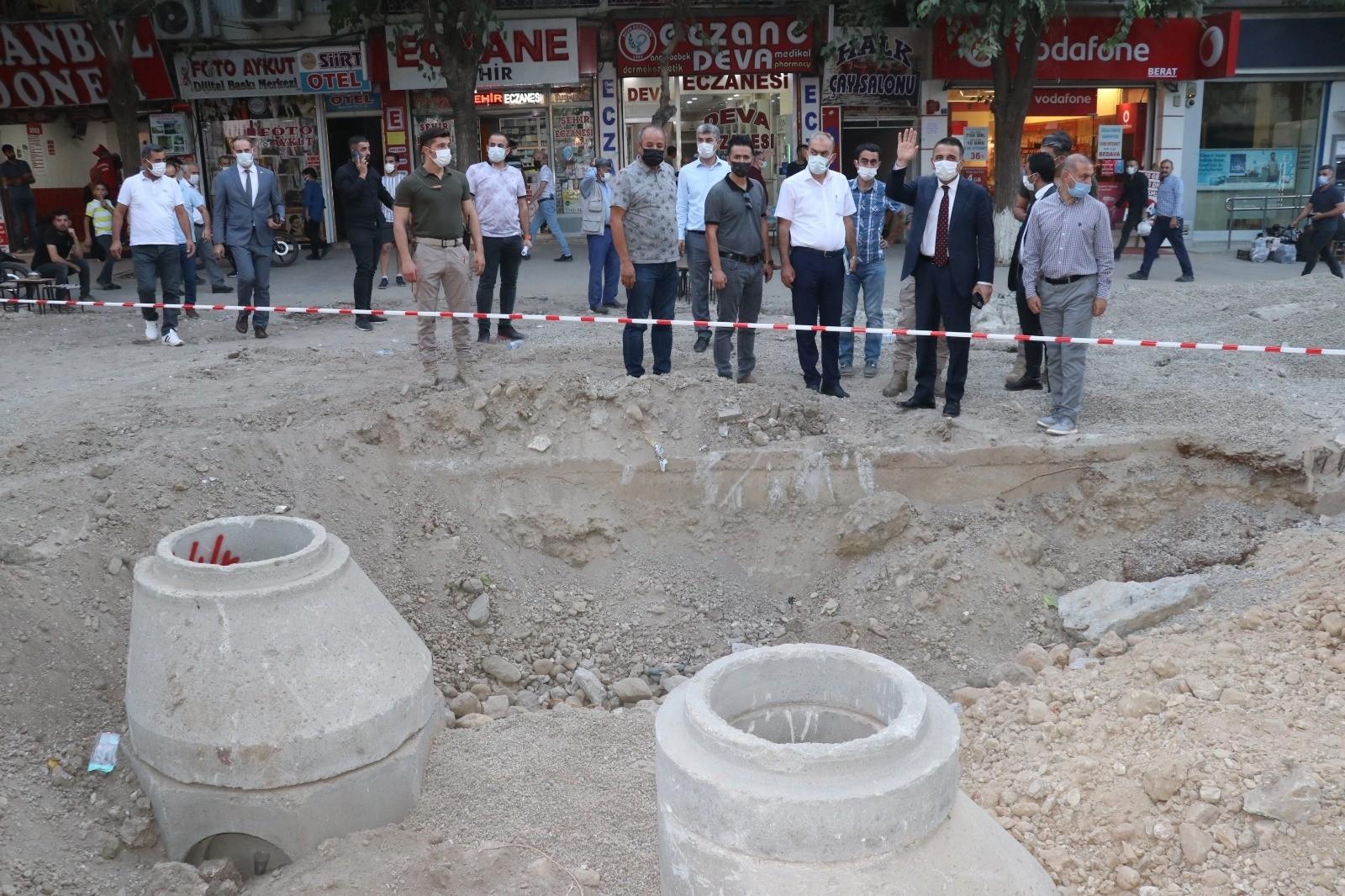 Siirt Valisi Hacıbektaşoğlu kent merkezinde devam eden çalışmaları denetledi