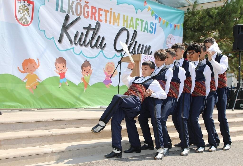 Sivas'ta İlköğretim Haftası kutlandı