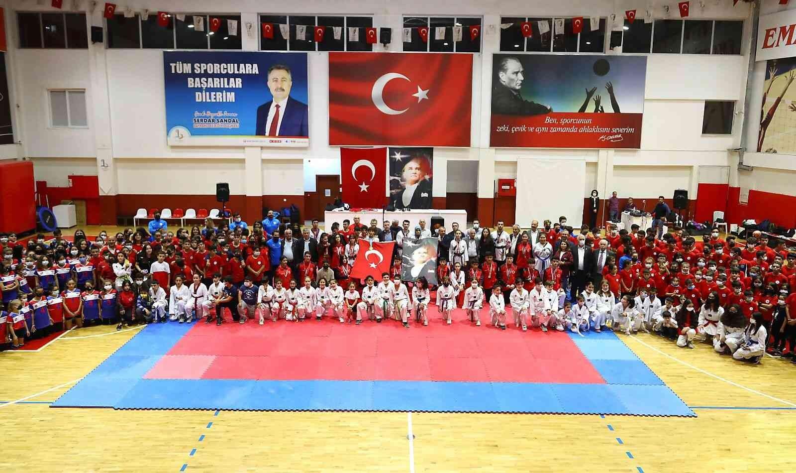 Bayraklı'da kış spor okulları coşkuyla açıldı