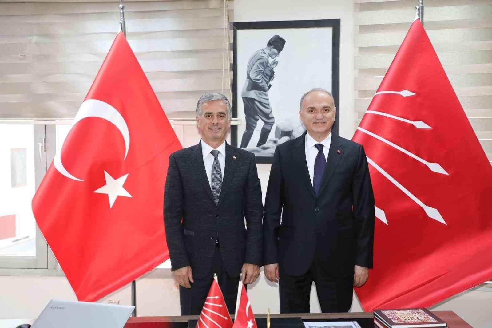 Belediye Başkanı Özlü CHP'nin yeni yönetimini ziyaret etti