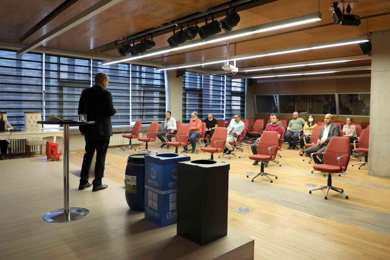 Belediye çalışanlarına sıfır atık eğitimi