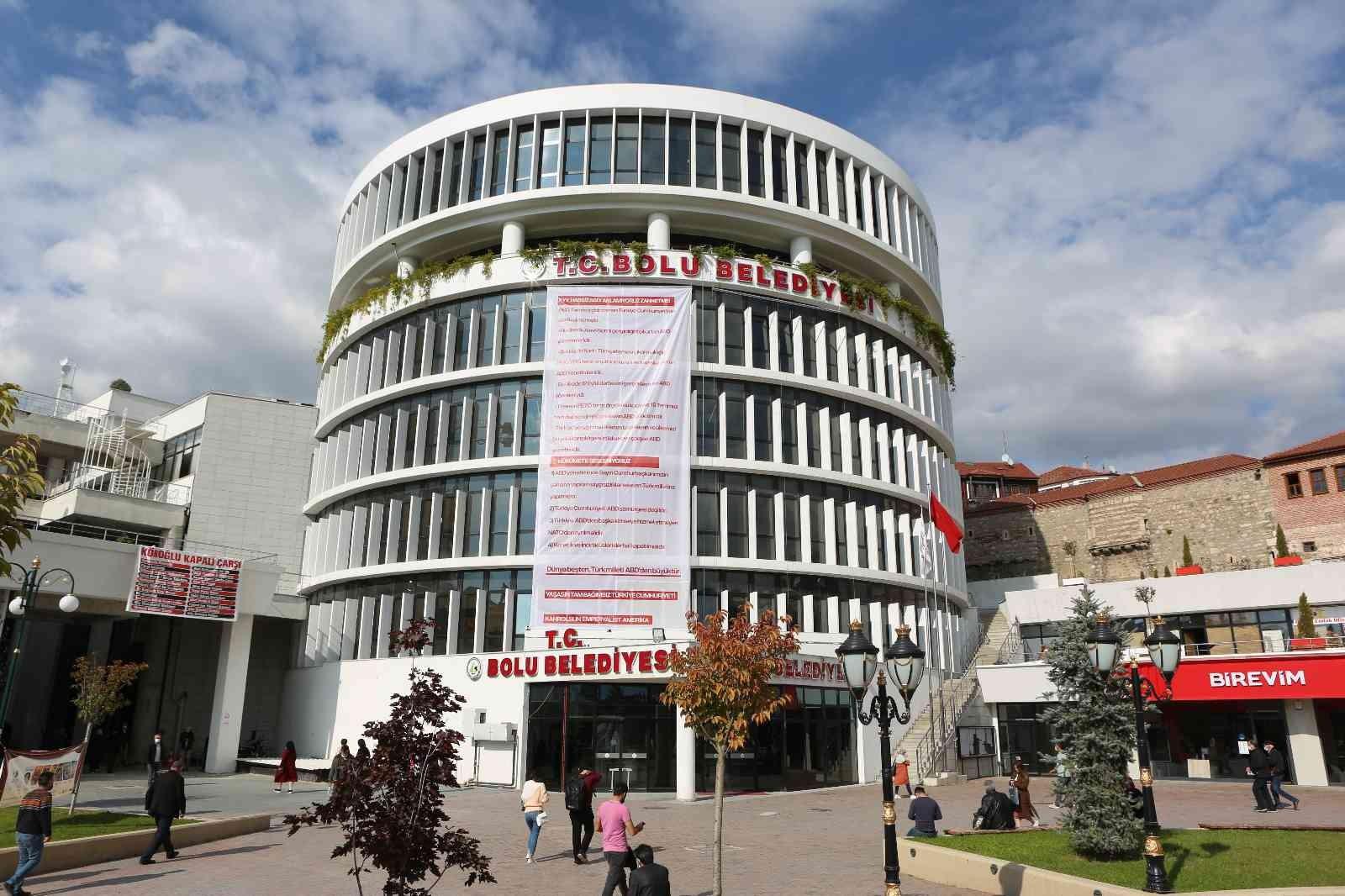 Bolu Belediyesi binasına ABD karşıtı pankart asıldı