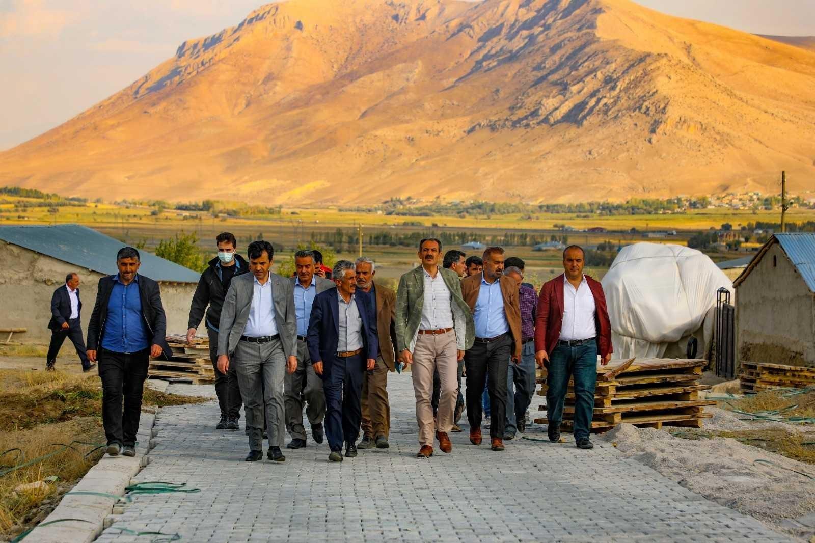 Gürpınar Belediyesi'nden 1 milyon metrekare parke taşı çalışması
