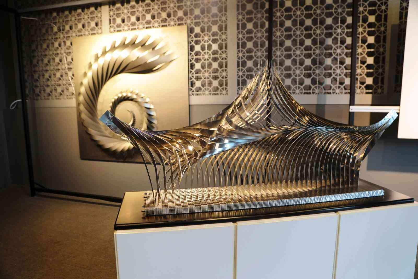 İlhan Koman ile 100 yıl heykel sergisi sanatseverlerle buluştu