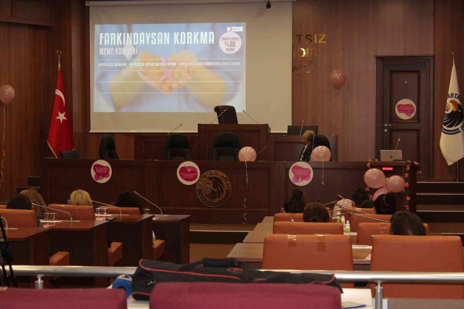 Kartal'da meme kanseri farkındalığı için seminer düzenlendi