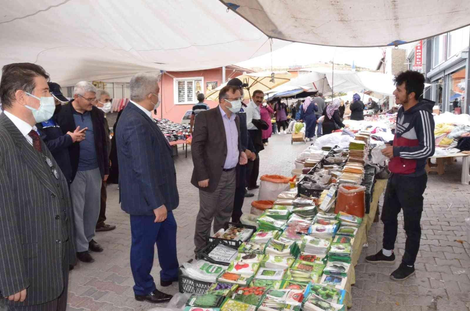 Kaymakam ve belediye başkanları pazarcı esnafını dinledi