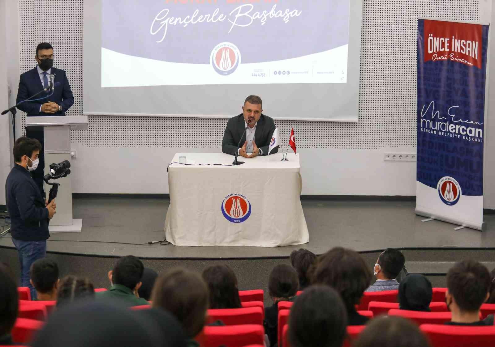 Sincan Belediye Başkanı Ercan gençlerle bir arada