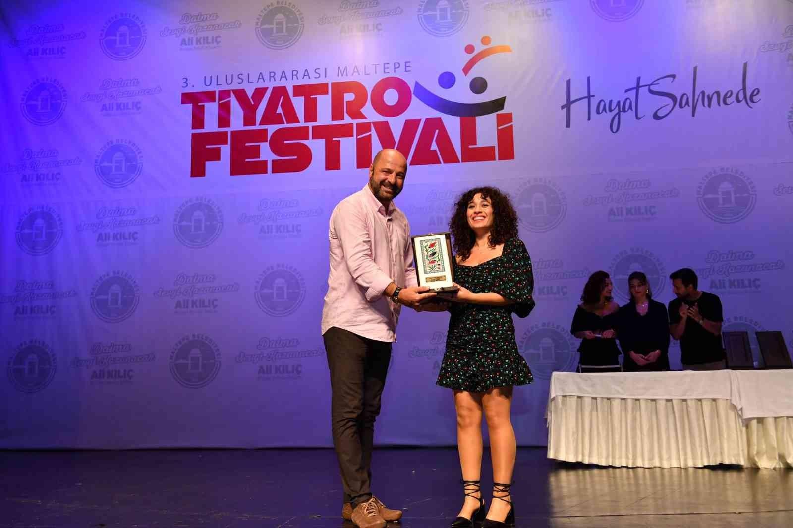 Tarsus Şehir Tiyatrosu bir ödül daha aldı